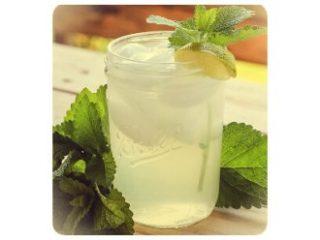 Recept za pripravo zelenega ledenega čaja z mrzlo vodo