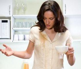Kako se lotiti čajnih madežev na oblačilih?